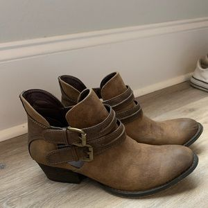 Size 8 altard state booties